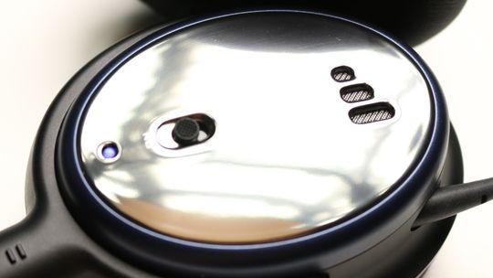 Av- og påknappen er kanskje så lik som den vi finner på Bose sine klokker.