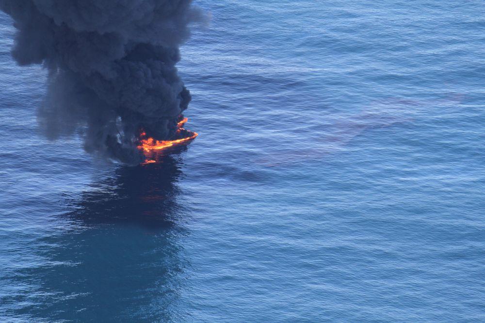 Miljødirektoratet har gitt tillatelse til å slippe ut totalt 58 kubikkmeter råolje for å teste miljøeffekter av brennings som bekjempelsesmiddel mot oljeutslipp.
