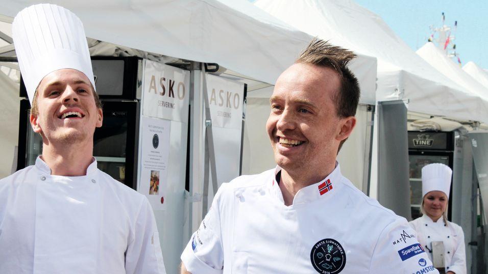 Andre Larsen (th) og assistent Jon Erlend Matre