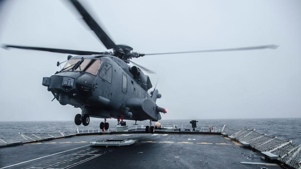 Et CH-148 Cyclone lander på HMCS Halifax i februar i forbindelse med «Ship Helicopter Operating Limits», SHOL-trening i februar 2016.