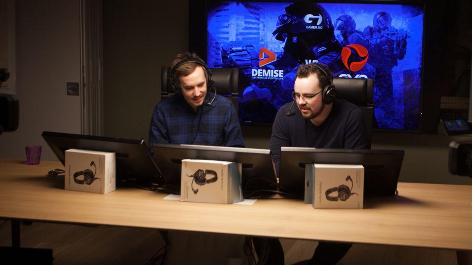 Eskil «Fearsome» Uggen (til venstre) og Eirik «R0ke» Horvath har kommentert Counter-Strike i Telenorligaen de siste sesongene.