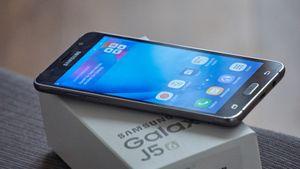 Samsungs nye mobil koster bare 2500 kroner, men føles ut som en «premium»-mobil