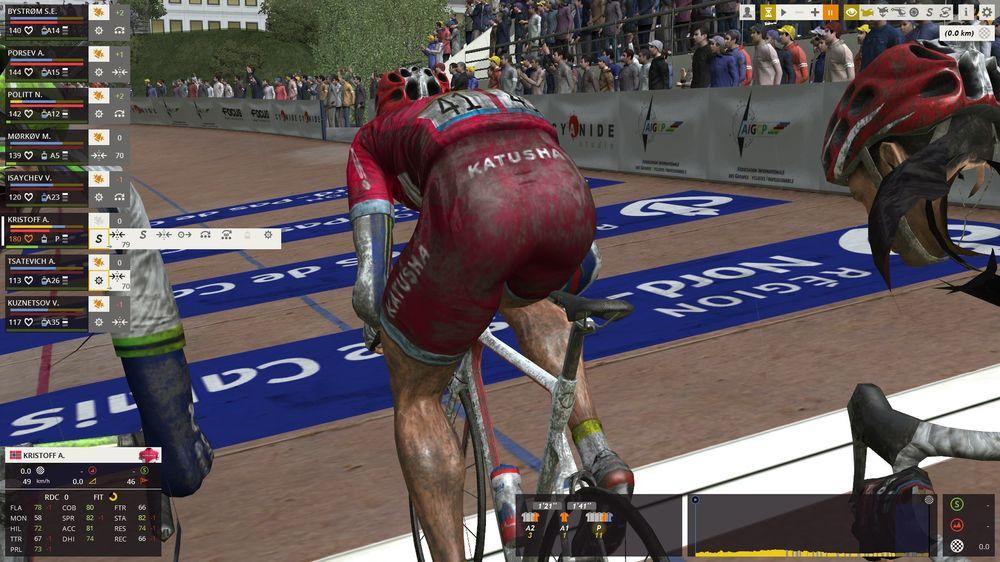 Ikke alle kameravinkler er like nyttige. Her ser du den skitne sykkelshortsen til Alexander Kristoff i det han krysser mållinjen som vinner i Paris-Roubaix. (Skjermbilde: Marius Kjørmo/Gamer.no).