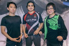 Hajime «Tokido» Taniguchi (til venstre) og Keita «FUUDO» Ai (til høyre) måtte se seg slått av nordmannen under Dreamhack Summer 2016.