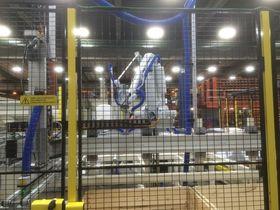 Sapa Magnor har bygget opp en ny robotcelle for å kappe, sortere og pakke aluminiumsprofilene til Berry Alloc.