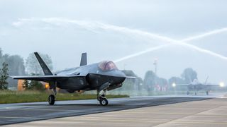 Uvanlig motorslitasje bekymrer: Nederland setter sine F-35A på bakken