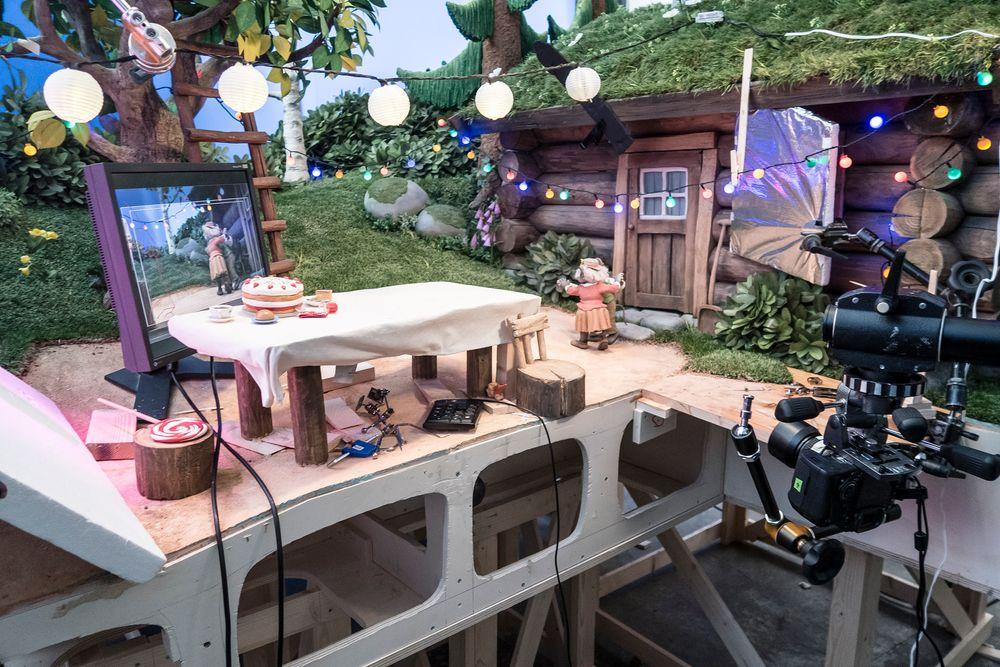 Bestemor skogmus: Digitaliseringen har gjort det lettere å være presis når bildene tas. På monitoren, og de kan det være flere av, kan animatøren følge med på kamerautsnittet og vide filmen opp til siste bilde.