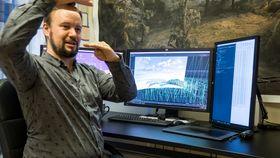 Himmelsk produksjon: Torbjørn Nymark jobber med visuelle effekter. Han produserer en himmel digitalt, som skal erstatte en bluescreen i filmen.