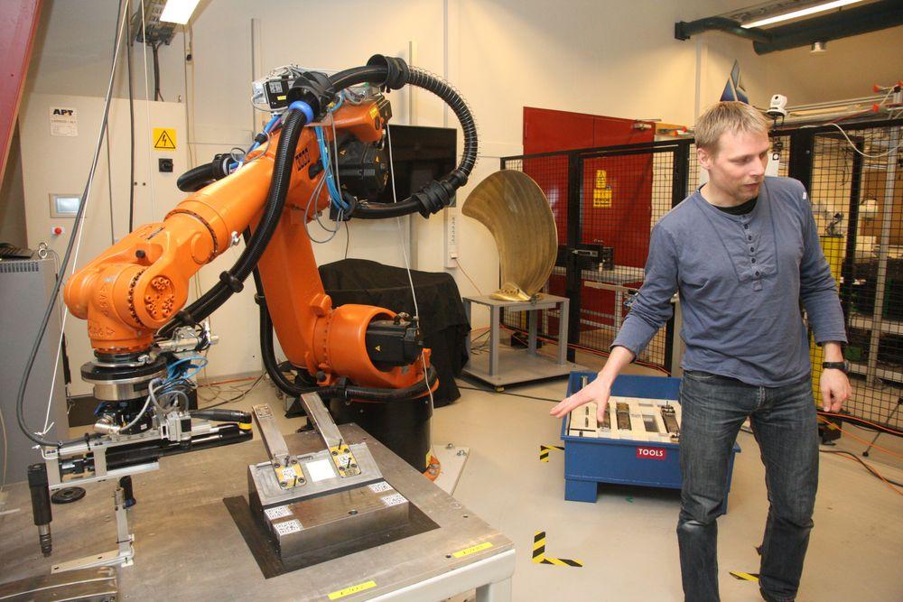 Sebastian Dransfeld, Sintef Raufoss Manufacturing - forsker på robotisert produksjon og montering av plast- og messingdeler  for Kongsberg Automation på Rafoss.
