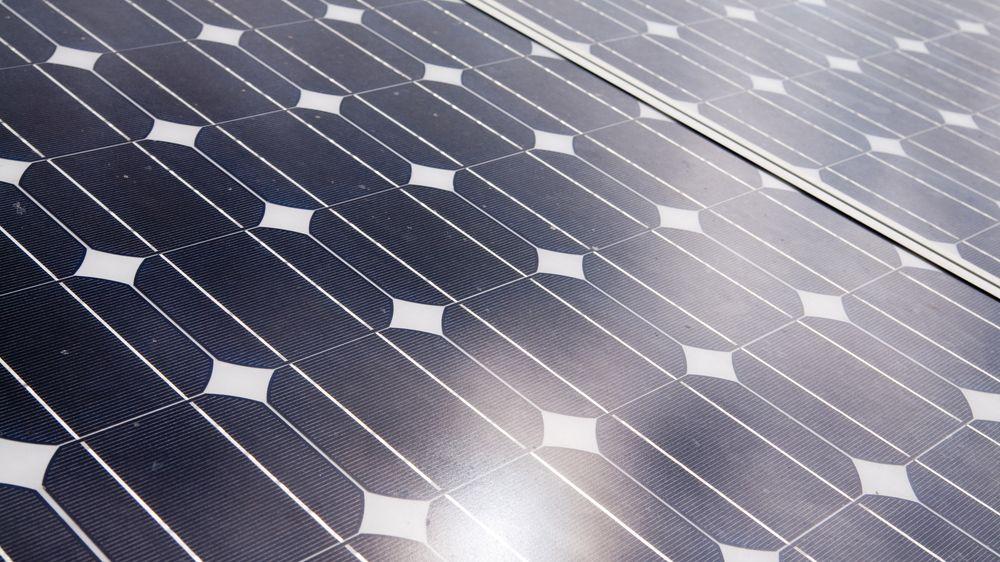 Solkraftgrunderselskapet Otovo mener Hafslund Nett hindrer dem adgang til plusskundemarkedet.