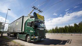 Scania G 360 4x2 hybridlastebil med Siemens-pantograf på hytta.
