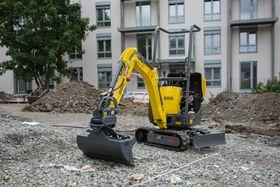Gravemaskinen er en hybridløsning som både går på diesel og strøm, etter behov.