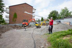 Byggeplassen på Tåsen er landets første byggeplass som kan drive anleggsmaskiner på strøm fra egne solceller.