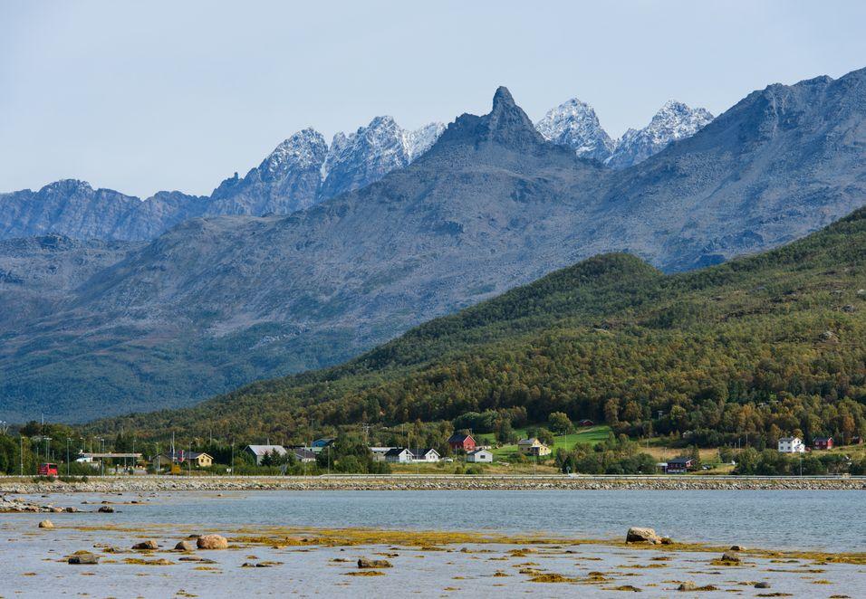 Balsfjord kommune ligger i Troms fylkeskommune, cirka én time og 20 minutter sør for Tromsø med bil.