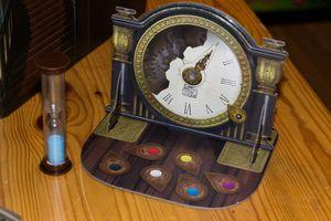Tiden renner ut og denne flotte klokken hjelper oss å se hvor mange runder vi har igjen.