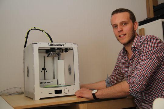 Stig Rune Storøy er egentilig utdannet Bachelor i administrasjon og ledelse, men jobber altså også som servicetekniker på 3D-skrivernehan selger.