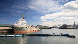 Dette systemet skal samle opp plast fra havet. Nå skal det testes i Nordsjøen