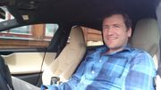 Jim Roger Johansen bak rattet i sin Tesla S 70D, for øvrig hans tredje Tesla siden juli i fjor.