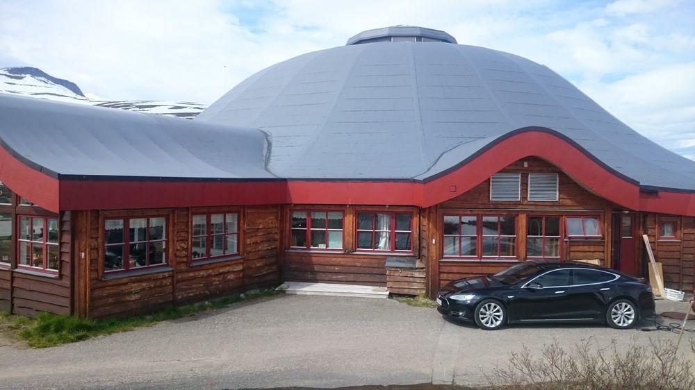 Økoturen til Oslo starter med fullading ved Polarsirkelsenteret.