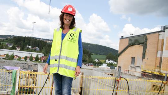 Eva KihleHammeren på byggeplassen i Sørumkommune.