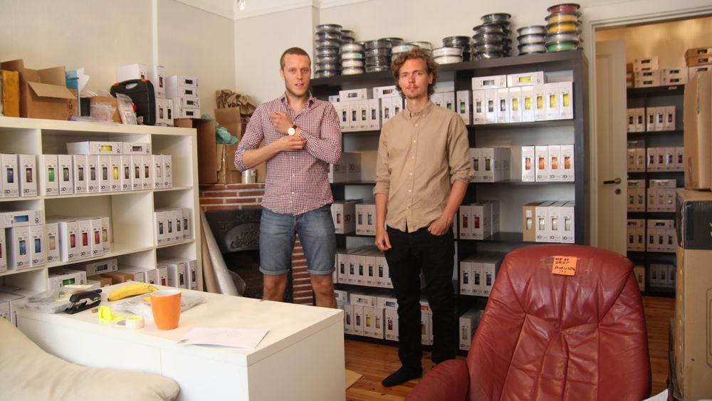 Stig Rune Storøy (f.v.) og Martin Rygh driver 3D-print-butikk fra en leilighet på Fagerborg.