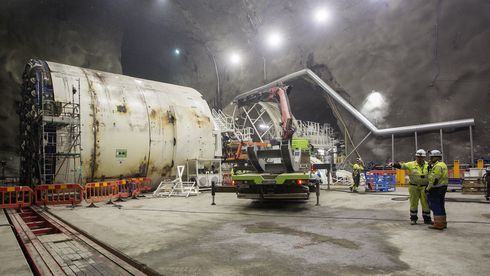 Bli med inn i Follobanen: Her monteres tunnelboremaskinene 100 meter under bakken