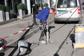 Frest ned i asfalten: Her i Sandvika overvåkes i dag 120 parkeringsplasser viabatteridrevne, trådløse, magnetiske sensorer plassert i små bokser og limt fast i asfalten. Foto:Stian Nordnes-Jensen / Q-free