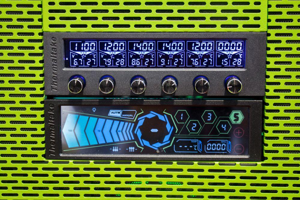Om du lurer på hva disse to viftestyringsenhetene heter kan vi fortelle at det er Commander F6 RGB og Commander FT. Sistnevnte har berøringskontroller, men de er begge signert Thermaltake.