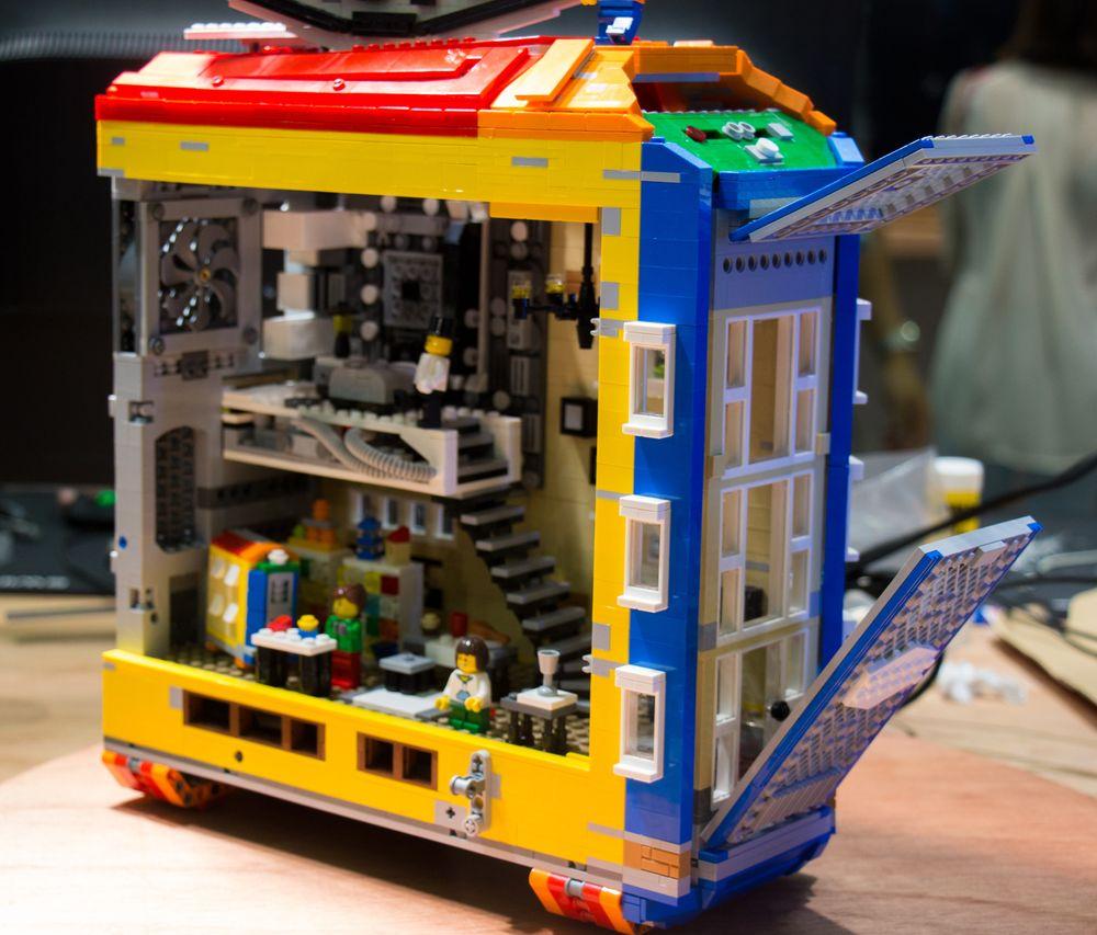 Her har noen kost seg med klosser undertegnede ikke hadde tilgang til som liten Lego-nerd på gutterommet. Det hjalp likevel litt på misunnelsen at det ikke så ut til at de fikk maskineriet til å starte.