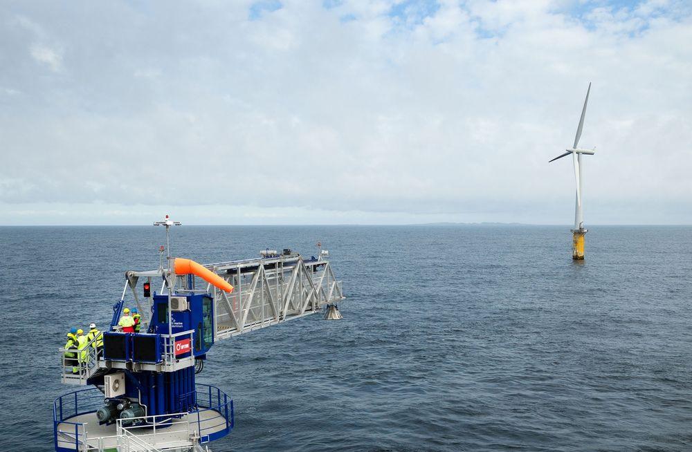 Uptime International har levert bevegelseskompenserte gangveiløsninger til oljebransjen. Samme konsept brukes nå til å få servicepersonell trygt på vindmøller.