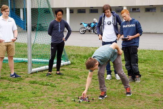På vei ut for å prøvekjøre droner...