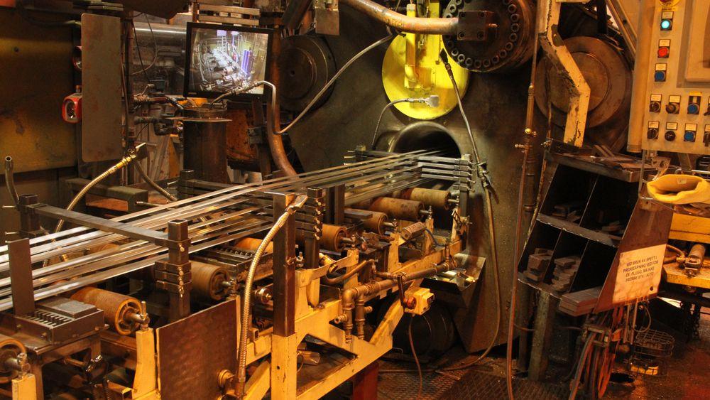 Sapa på Magnor bruker verktøy med 16 hull for å produsere små profiler til laminatgulv.