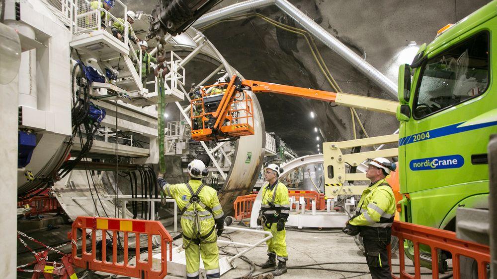 En arbeider ødela synet på det ene øyet under montering av den første tunnelboremaskinen på Follobanen. Dette bildet er tatt to dager etter ulykken.