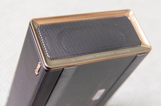 Bevegelige elementer i siden skal gi mer fylde og romspredning til lyden fra høyttalerelementene inni boksen.