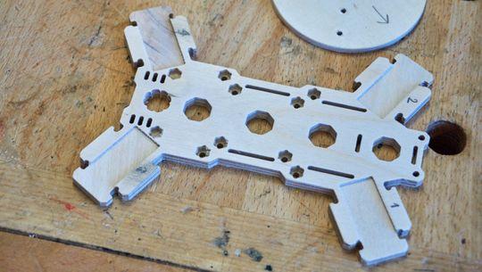 Slike rammer kan Pedersen produsere på CNC-maskinen sin.