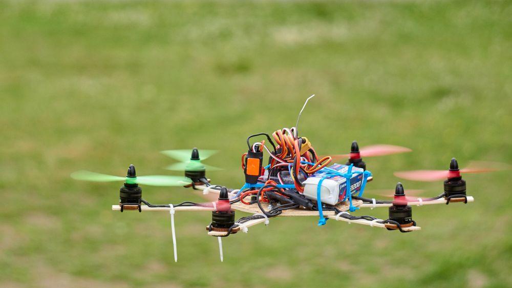 En av de selvbygde dronene.