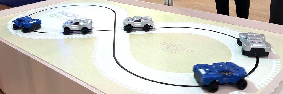Trafikkstyring er en av anvendelsene av 5G som krever lav svartid. Her fra Nokias utstilling under Mobile World Congress i Barcelona i februar. Poenget med demoen var å vise hvor mye bedre trafikken flyter med 5Gs lave svartid opp mot dagens mobilteknologier.