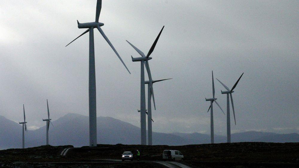 Billig norsk vindkraft med gunstig elavgift er attraktivt for IT-gigantene. Det betyr ikke at de legger datasentrene sine til Norge. Illustrasjonsfoto/arkivfoto er fra vindmølleparken på Smøla.