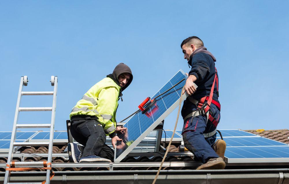 Friske millioner: Oslo kommune har gitt 112 innbyggere tilsagn for cirka 6 millioner kroner i støtte til å montere solcelle-panel på boligen. Nå fylles potten igjen.