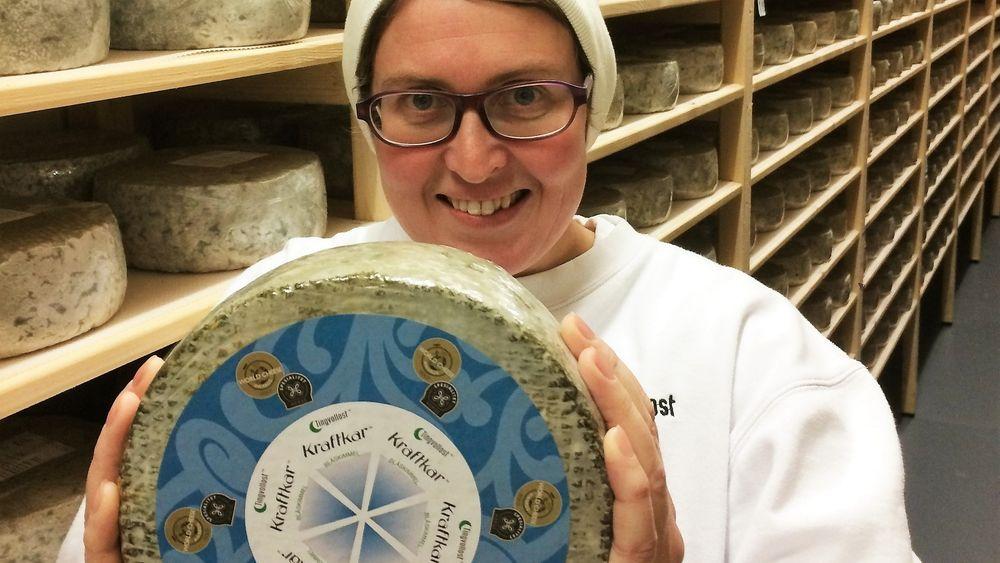 Kristin Waagen viser stolt fram sin Kraftkar