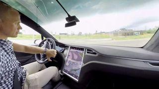 Slik er det å kjøre en Tesla X