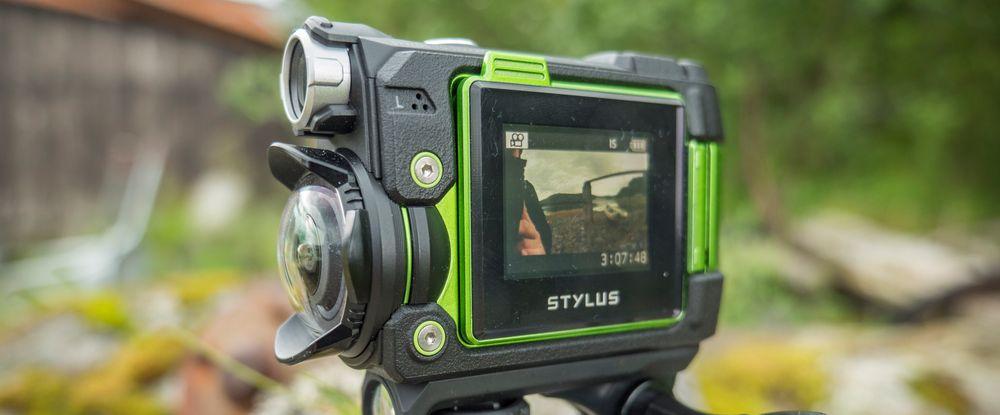 Den ekstreme vidvinkelen gjør at kameraet fanger opp svært mye av det som foregår rundt seg.