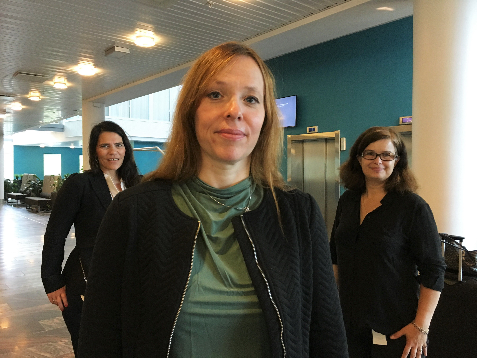 Siri Bjørvig, Inger Marie Holm og Line Linstad jobber ved Nasjonalt senter for e-helseforskning. Sammen skal de prøve å finne ut av hvordan man får ned antall beslutningstakere i helsesektoren.