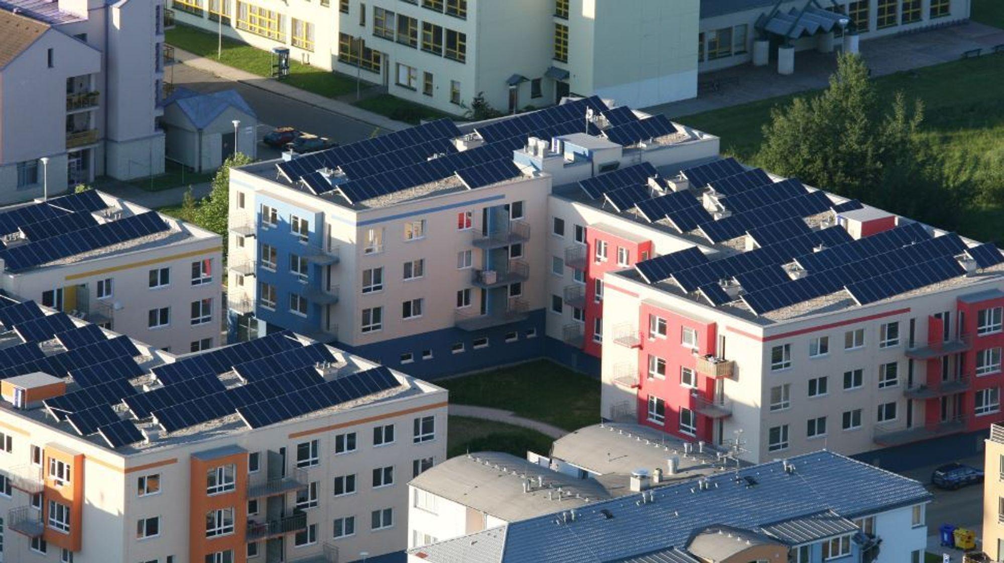 Svensk solskatt: Svenske borettslag er blant de som rammes nå når svenske myndigheter har innført skatt på bruk av egen solenergi.