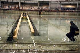 Teststrekningen i bassenget tilsvarer 825 meter, det vil si om lag halvparten av fullskalatunnelen.