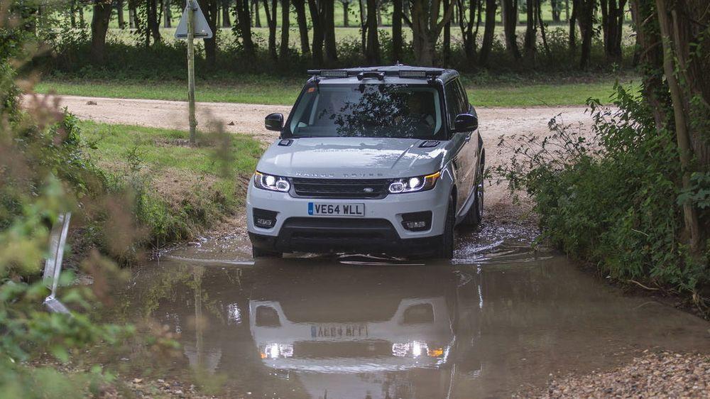 Jaguar Land Rover utvikler selvkjøringsteknologi som skal la biler ta seg frem i all slags terreng.