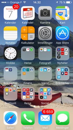 Min hjemskjerm: Ingunn har organisert appene sine i et ryddig mønster. Det later ikke til at hun har like god kontroll over e-posten...