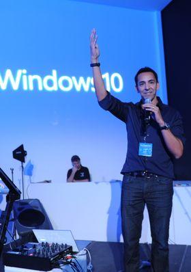 Det siste året har Surface-omsetningen gått fra en milliard dollar årlig til det samme i kvartal, fortalte Yusuf Mehdi, Microsofts direktør for Windows og enheter, i går. Arkivfoto.