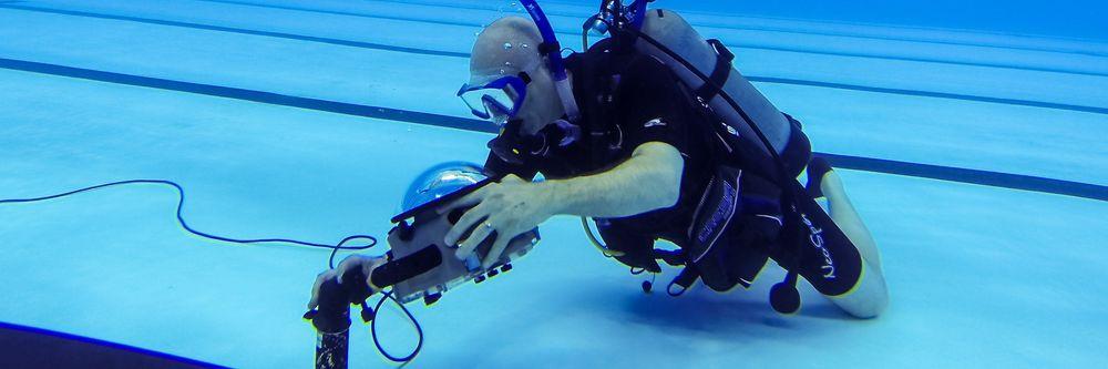 Et robot-kamera installeres i forkant av svømmingen under OL i Rio.