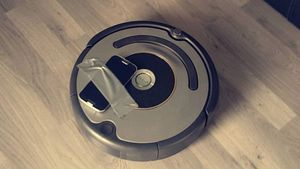 Robotstøvsugeren vil både gi avataren din en skikkelig gåtur, i tillegg til å støvsuge hjemmet ditt!